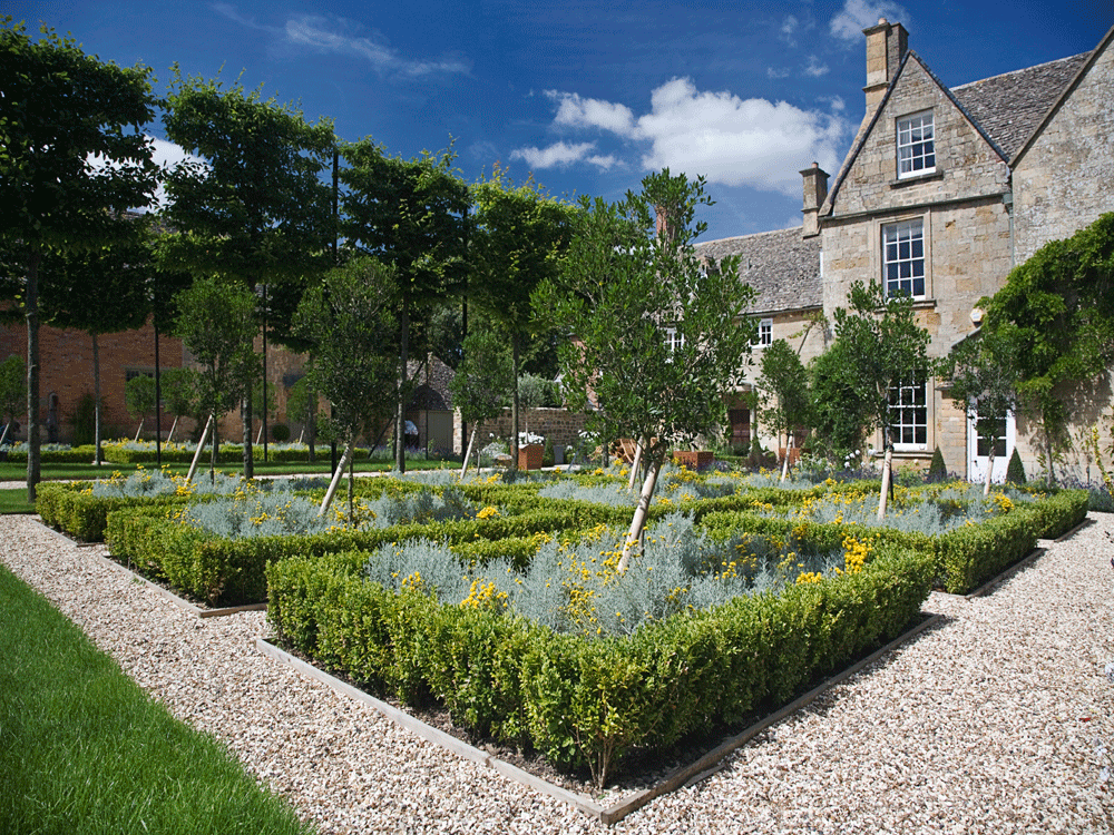 Beautiful classic styled Cotswold garden